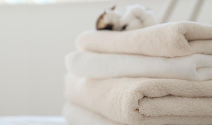 洗顔後、タオルで顔を拭く時も強くこするとお肌への刺激になります。優しくポンポンと余分な水分を拭くようにしましょう。40/1(よんまるたん)フェイスタオルは、オーガニックコットン100%でやわらかな肌触りのタオルです。