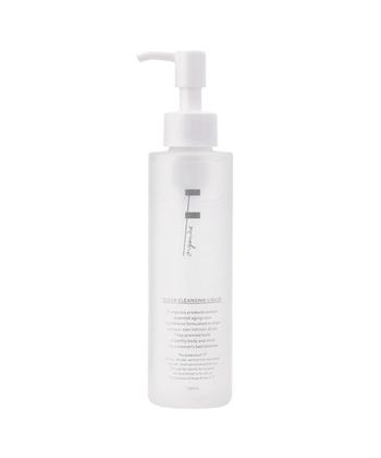 F organics(エッフェ オーガニック)クリアクレンジングリキッドは、オーガニック美容液成分を高配合した温泉水がベースのクレンジング。潤いをキープしながら古い角質を除去できます。W洗顔不要なのでお肌への摩擦も減らせますよ。