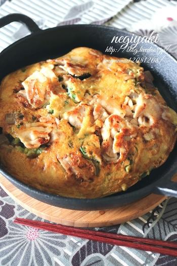 お肉は豚肉、そこにしっかり煮詰めたこんにゃくを合わせて。ねぎも青ねぎと白ねぎを両方合わせて、香り高さとネギの甘味のいいとこどりなおいしさです。