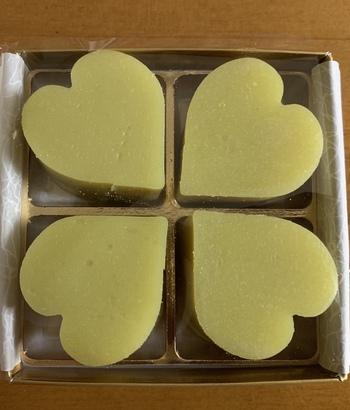 バレンタインシーズンには、芋ようかんがハートに。ご年配の方へのさりげない手土産にもおすすめです。