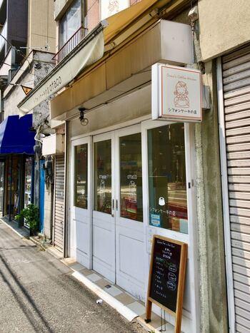 体にやさしい手土産を探している方は、浅草寺病院向かいにある「otaco(オタコ)」のシフォンケーキがおすすめです。ナチュラルでキュートなイラストの看板が目印。