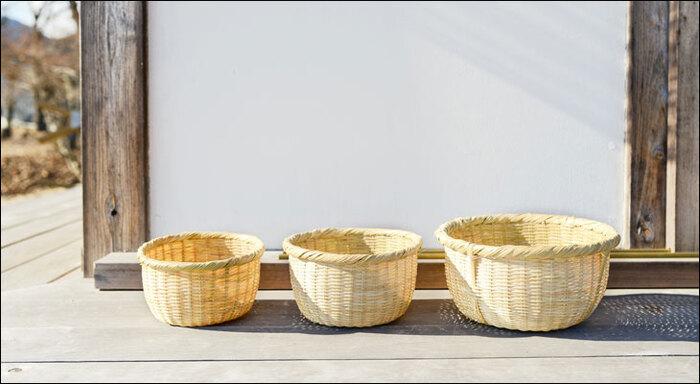 台所の窓辺や縁側など、太陽にたっぷりと当てて日光消毒。カビの発生も防いでくれるので、清潔に安心して長く使うことができるように。