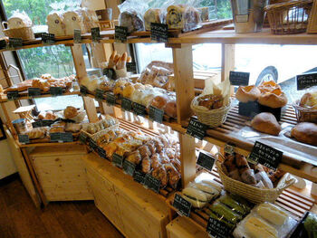 店内にはたくさんのパンがずらり。米粉パンでこんなに種類が豊富なのは嬉しいですね♪那須産のお米や牛乳で作ったこだわりのパンが、40〜50種類も並んでいます。
