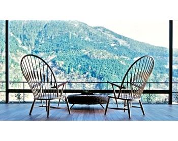 ゆったりと座れる広めの座面は、程よくしなるペーパーコードならではの座り心地。リビングや書斎など、ゆったりと過す部屋に置きたいですね。