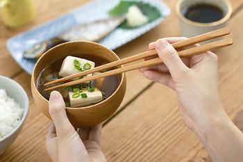 デザインや使い心地にこだわって作られたお箸は、使っているだけで気分がよくなるもの。ぜひ食卓に取り入れてみてくださいね。
