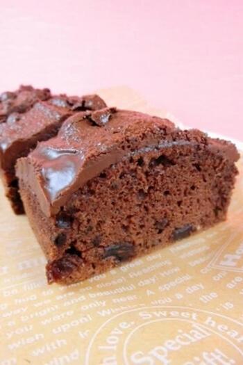 ガトーショコラなどのケーキも、オーブントースターできれいに焼けます。コツは、卵をハンドミキサーでふんわり混ぜること。仕上がりがなめらかになります。こちらは、ブランデーなどを使った大人の味。