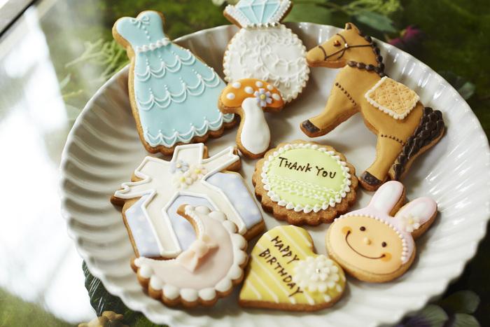 オリジナルのアイシングクッキーとプリザーブドフラワーを詰め合わせたギフトセットも人気なのだとか。お友達や自分へのちょっとしたプレゼントにもおすすめです。