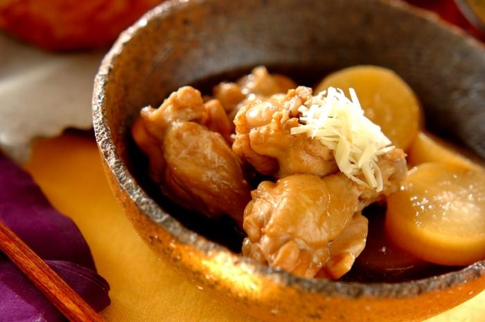 じんわりと味が染み込んだ大根と鶏手羽先の煮物のレシピ。ホクホクとあたたかなこんな煮物は、これからの季節に家族みんなで食べたいもの…♪