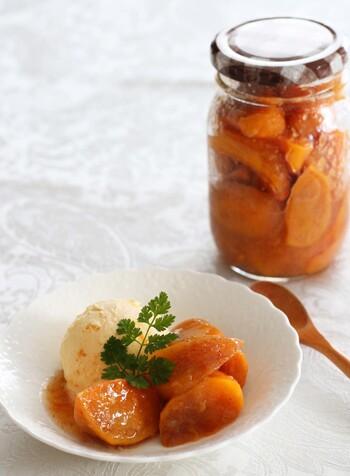 柿をコトコト煮込んで作るコンフィチュール。冷蔵庫で約2週間程度保存が可能です。アイスに乗せたり、チーズと共にトーストに乗せたり。コンフィチュールは使い勝手も良いのでオススメです。