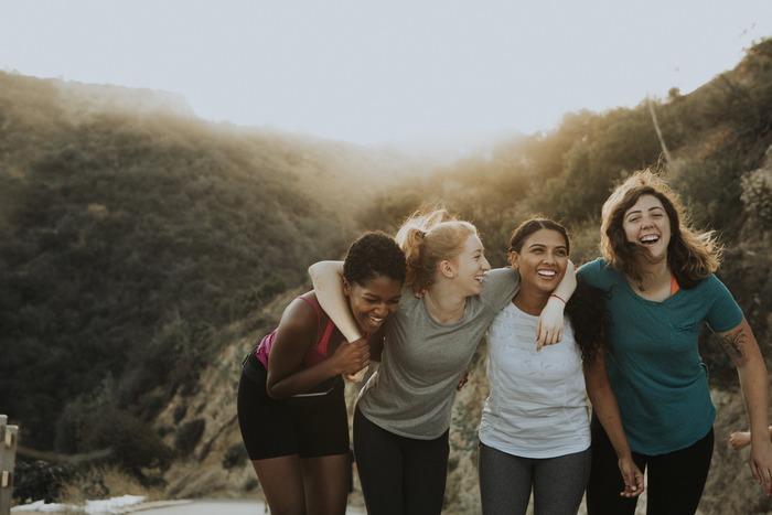 家族とはまた違う連帯感や信頼を持てるのが友達のいいところ。他人だからこそ、労いの言葉を口にしながら互いに支えあいましょう。