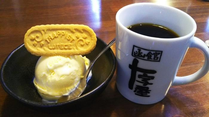 函館牛乳アイスクリームやトラピストクッキーなど、珈琲と一緒に楽しめるちょっとしたスイーツメニューも。