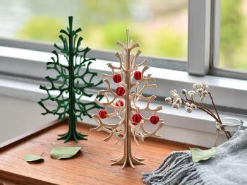 フィンランドの白樺の木で作られた、lovi(ロヴィ)のミニツリー。モダンなデザインながら親しみやすく、窓際やデスクにちょこんと佇む姿が絵になります。