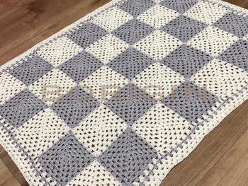 細かな編み目のコットンマルチカバーは、透け感もあって、シックな雰囲気。66センチ×50センチと大きめサイズなので、使い勝手もいいですね。
