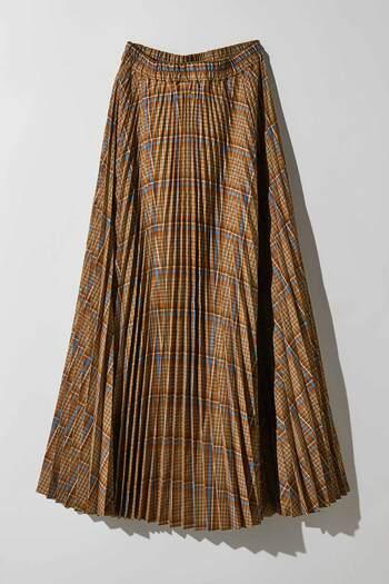秋の景色にとっても似合うチェックのプリーツスカートは、ウエスト部から裾にかけてプリーツの幅が広く作られているのでスタイル良く見せることができます。