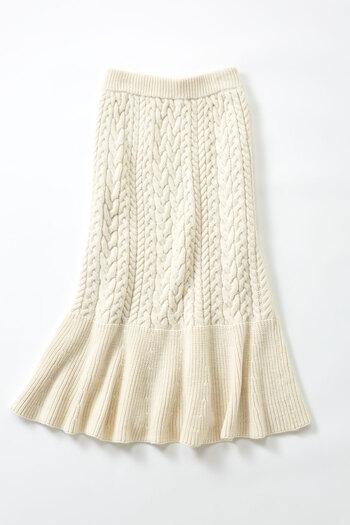 ニットやリブ、キルティングやデニムなど。寒すぎず暑すぎないこの季節は素材でも色々遊びたいですよね。色々な楽しい素材のスカートにいつものビックサイズのトレーナーを合わせるだけでグッと今っぽく仕上がるのが今期のスカートコーディネートの面白いところです。