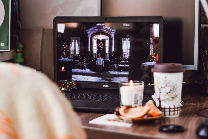 インドアの趣味の定番ともいえる、映画鑑賞。最近は、月額制で動画が見放題のサービスもたくさんあるので、有効活用して自分の好きなジャンルの映画を見つけるのがおすすめです◎