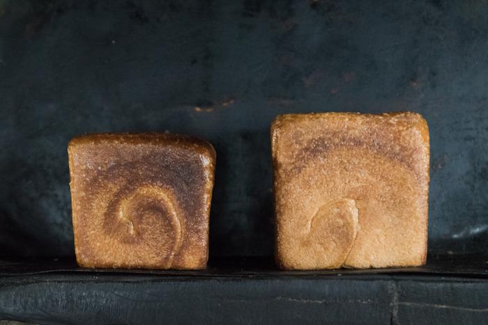 食パンは冷凍保存が可能なので、その日の気分で食べたい食パンを選ぶのもGOOD。シンプルなバターから、ジャムやはちみつなど、トッピングを変えるのも◎。無理なく楽しめる「ちょっと贅沢 」で、今日も美味しかった♪と思わず笑顔になれるんです。