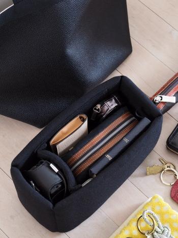 バッグインバッグとして使われているのは、なんとカメラ用のインナーバッグ!しっかりとしたかたちなので、バッグの中でも自立してくれます。