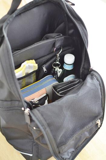 縦長のバッグインバッグになっているので、上から見たときも整理しやすく、取り出しやすくなっています。これがあれば、リュックの中を一目で見渡せるようになりますね。