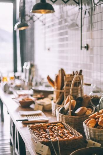「ついで」や「ちょっと」で効率よく朝時間を過ごせたら、5分だけ早くおうちを出て、パンやコーヒーを買いに行ってみませんか?美味しいものを口にして、1日の活力が湧いてきそうです。