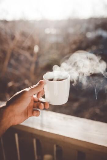 """5分どころか、1分1秒でも無駄にできない朝だからこそ、効率的に動きたいもの。やることを決めて、ぼんやり考える前に動いてしまえば、時間も有効に使えるはず!無理にあれこれやるのではなく、「ついで」「ちょっと」の""""何か""""で朝が充実するヒントをご紹介します。"""