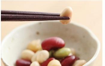 箸先には滑り止め加工が施され、お豆も上手にキャッチ!