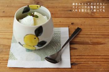 可愛らしい、みかんの絵が施されたフリーカップ。湯呑としてはもちろん、こんな風にアイスを入れても◎