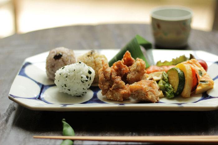 日本の伝統ある磁器なのに、まるで北欧食器のような斬新で美しいお皿です。男性でも躊躇なく使えますね。