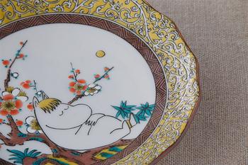 こちらはなんと・・・!九谷焼の伝統五色を使って、ムーミンを描いたシリーズです。伝統工芸品ならではの高級感はそのままに。