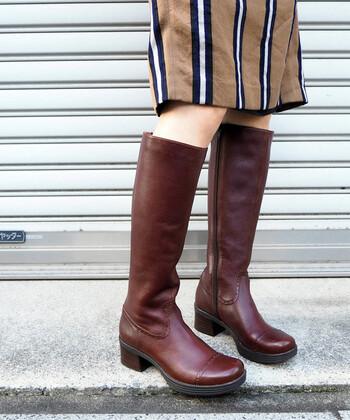 レザーのロングブーツは、一つ良いものを買えば、長く愛用できます。お手入れ次第で、年月を重ねるほど味のあるアンティークな雰囲気のブーツに仕上がっていくでしょう。