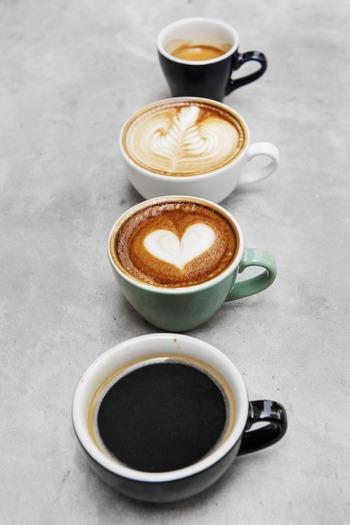 リフレッシュメントとして効果の高いコーヒーですが、口臭の原因にもなりやすい飲み物です。量を控えるのが一番ですが、仕事の都合で飲む機会が多い場合などは、ちょっとした対策でニオイの出方が変わってきます。