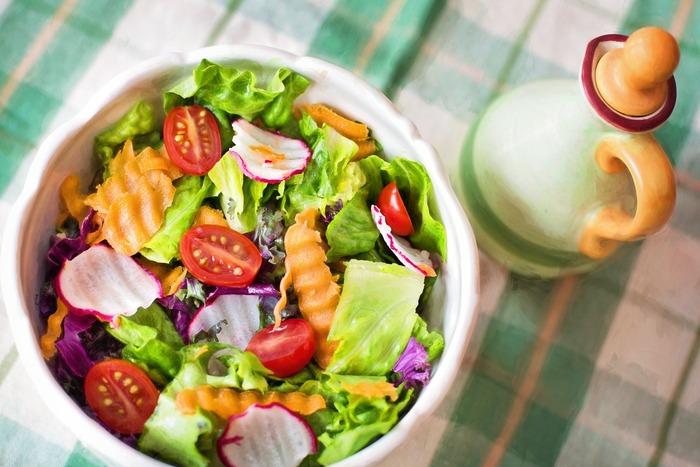 腸内環境のためにはやはり野菜が一番です。肉が大好きという人は、その分野菜もしっかり摂って食物繊維や水分を腸に届けて内臓からの体臭を抑える対策が必要です。