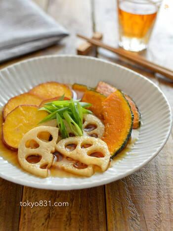 レンコン、かぼちゃ、さつまいもといった根菜類を酢と麺つゆで味付けした簡単な南蛮着け。しっかり味がしみこんだ、ホクッとおいしい一品です。