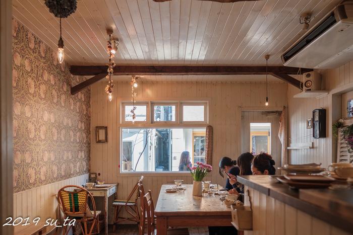 店内は温もりのあるcafe Lottaは、木目調をベースとした優しい空間が広がり、お友達との会話が弾むゆったりとしたカフェスポットとしておすすめです◎