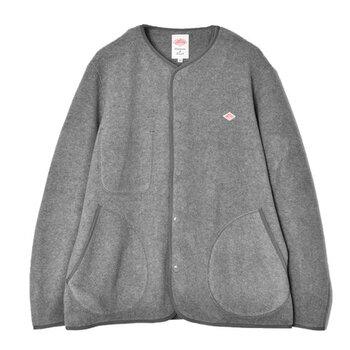 シンプルなデザインのジャケットならどんなスタイルにも品よく馴染んで、コーディネート全体をおしゃれな雰囲気に仕上げてくれます。 今回ご紹介した素敵なアイテムとコーディネートをヒントに、自分らしいおしゃれが楽しめるとっておきの一枚を見つけてみませんか?
