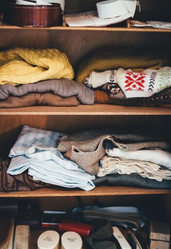 また、クローゼットが湿っぽくないかもチェックしてみて下さい。湿気が多いと衣類がカビっぽいニオイになってしまう事もあります。