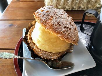 かゑで本舗には和菓子だけではなく、洋菓子も販売されています。クリームたっぷりのシュークリームや、なめらかさが絶品のレアポテトなど、素朴ながらも美味しいお菓子を楽しめます。
