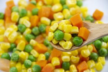 冷凍野菜は比較的同じ価格で売られていることが多いので、生野菜が高騰している時はこちらを使って献立を考えるのがおすすめです。切る手間も省けますし、時短調理にも向いていますよ。