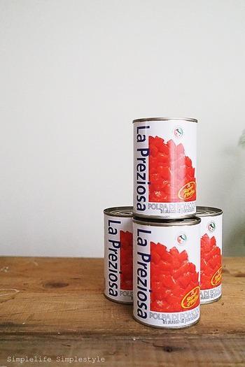 特売日にまとめて買ってストックしておくと便利な缶詰。トマトをはじめ、コーン、ミックスビーンズなど、いくつかの種類をストックしておくと役立ちますよ。