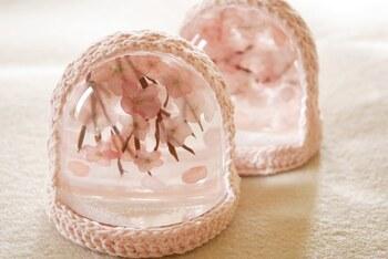 春は桜をイメージしたスノードームなんていかがですか?造花やドライフラワーがおすすめです。
