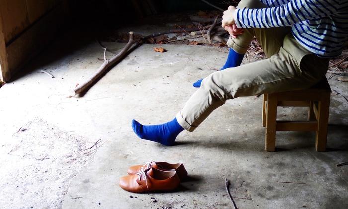 """スカートやパンツの裾からちらりと見える、可愛い靴下。今日はどの色の靴下にしようかな?なんて悩むのも楽しいひと時。今回はそんな""""足元のお洒落""""を楽しみたくなるとっておきの靴下をご紹介します。"""