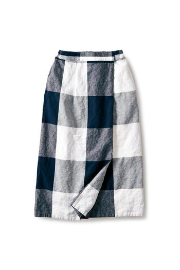 ストンとした形でとってもシンプルなブロックチェックのスカートは秋のコーデにしっかり存在感をアピールしてくれるアイテムです。