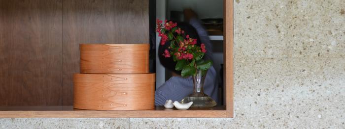 桜の木で作られた艶やかな木目が美しいシェーカーボックスです。サイズ展開豊富なので、一つ一つ買い足していく楽しみ方もあります。使い込むほどに艶を増していく過程もたのしみたい。