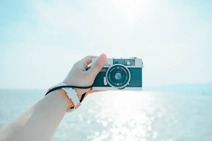 何かを思い切って買おうと思うと、やっぱり最新機種のものでなければと思う方もいるかもしれませんが、使い方によってはカメラの場合はそうではありません。最新機種でなくても写真が十分に楽しめるカメラはたくさんあるので、自分に合ったものを探してみましょう。