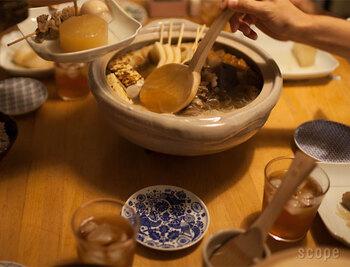 季節の楽しみ方の一つに「食卓」があります。土鍋一つで一気に気分は冬の訪れを感じますよね。一家にひとつは欲しい土鍋。なかなか買い替えないから、お気に入りを選びたい。