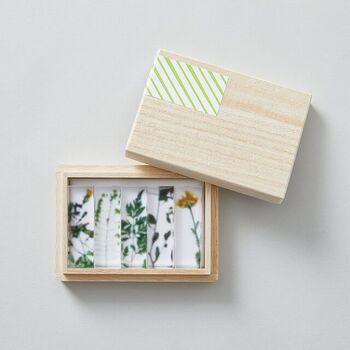 アクリル樹脂でできている押し花の箸置き。ナチュラルな可愛らしい草花をモチーフにしているので、日常の食卓にも馴染みやすく、そっと彩りを添えてくれます。