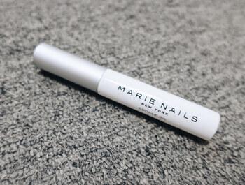こちらは、人気のネイルサロンMARIE NAILSが監修するネイルケアプロダクト「MARIE NAILS NEW YORK(マリーネイルズニューヨーク)」のキューティクルオイル。エーデルワイスエキスやバニラ果実エキスなどオーガニック成分を加えた、肌にやさしいオイルとなっています。