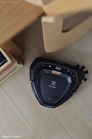 ピュアアイ9もWi-Fi連携型なので、カメラやマッピング機能により、障害物を避けながら的確なお掃除を実現します。  サイドブラシがお部屋の隅の汚れもしっかり掻き出して、掃除してくれます。  外出先からスマホで操作できるので便利ですよね。
