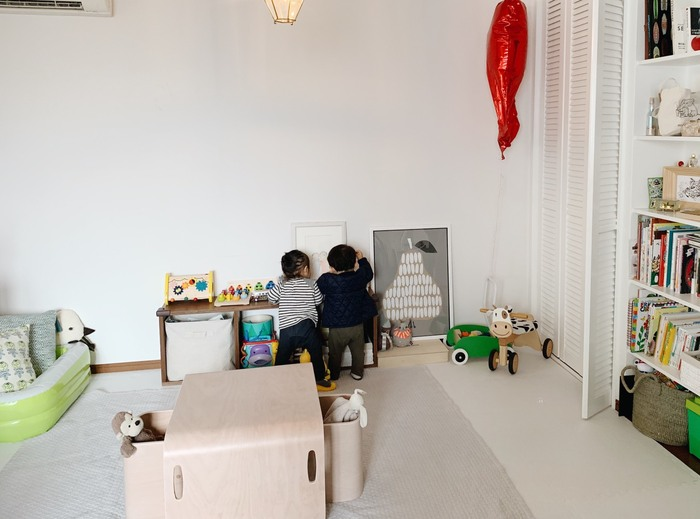 本記事でセレクトした家具は、「子どものための」という視点を超え、「ずっと一緒に過ごせる」ものばかり。心身ともに変化が著しい時期だからこそ、「とりあえず」ではなく、「成長をサポートしてくれる」大切なパートナーという視点で家具選びをしてあげたいですね。