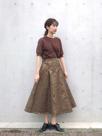 Aラインに広がった形がロマンティックなフレアスカート。柄も独特で、アンティークな着こなしを叶えます。ハイウエストで、下半身カバー効果も。